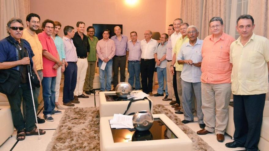 Los equipos negociadores del Gobierno y las FARC, en una imagen difundida por ambas partes
