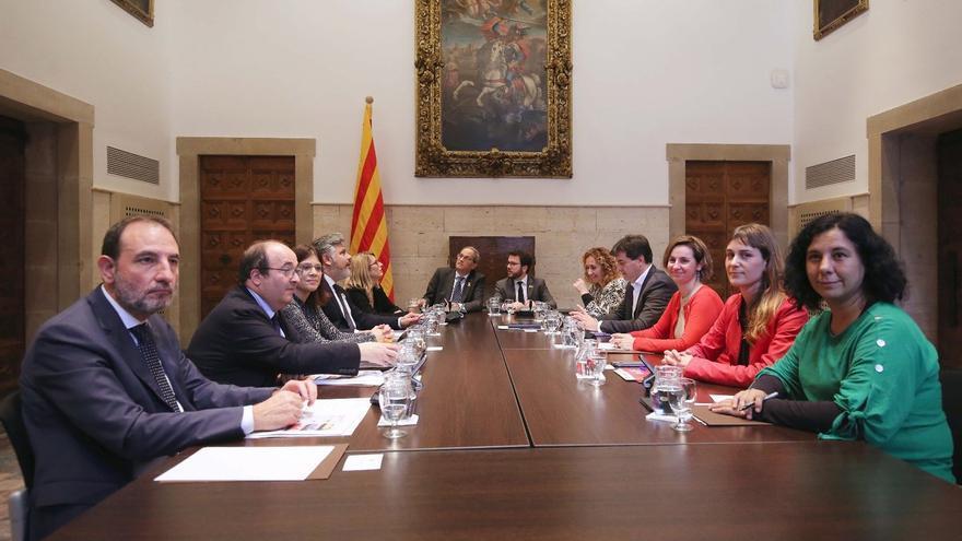 Representantes de los grupos y el Ejecutivo se han reunido en la sala de los naranjos del Palau