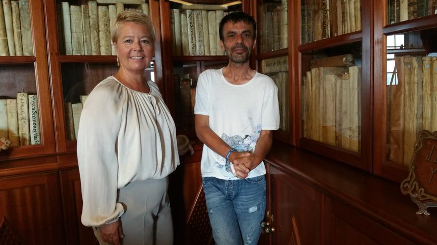 La vicepresidenta de La Cosmológica, Rosa Aguado, con Mauro Castro. Foto: LUZ RODRÍGUEZ.