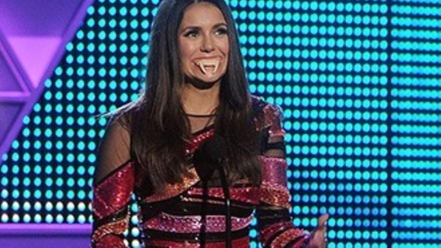 Nina Dobrev en los Teen Choice Awards, adiós a 'Crónicas vampíricas'