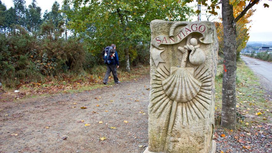 Señal que indica la entrada del Camino de Santiago al municipio compostelano.