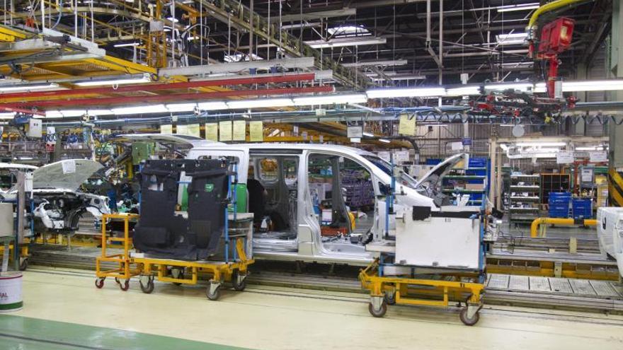 La planta de Nissan Barcelona recibe otro golpe con recortes de producción