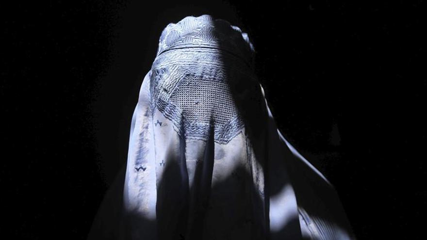 Austria prohíbe el burka en medio del populismo contra la inmigración musulmana