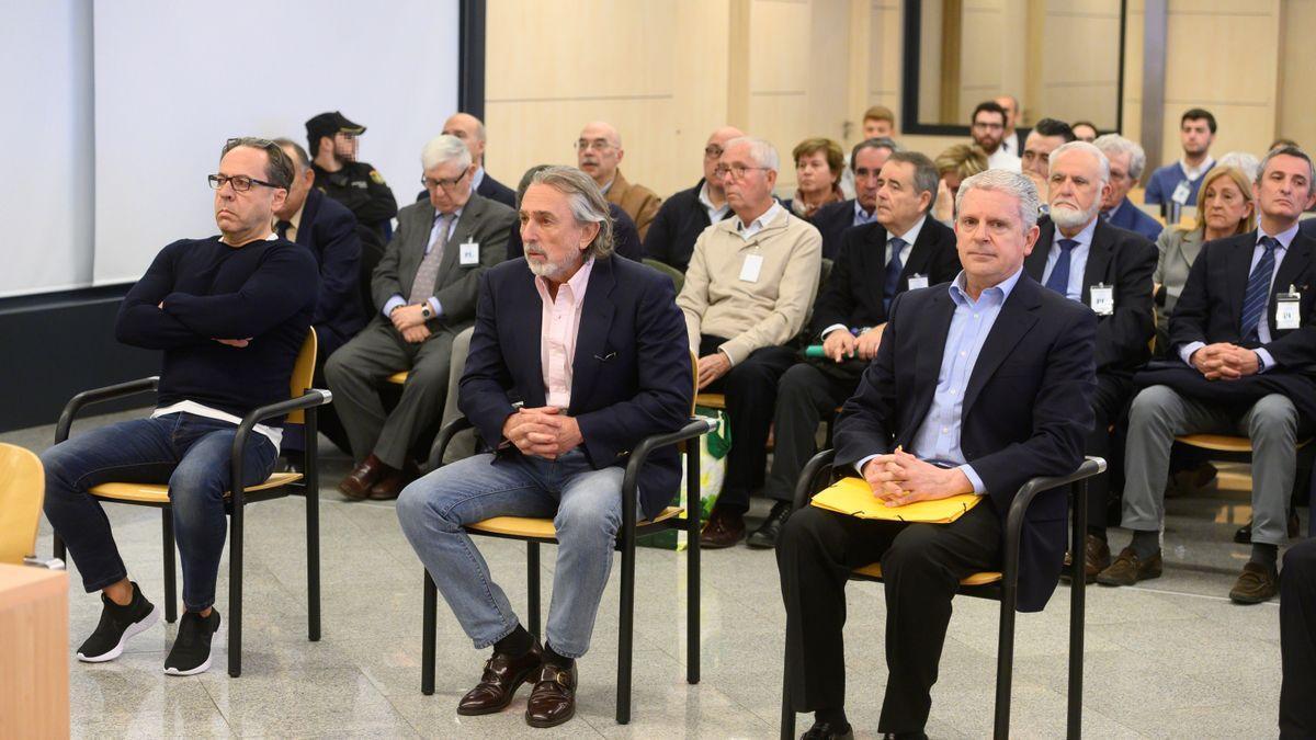"""Los acusados Álvaro Pérez """"El Bigotes"""" (i), Francisco Correa (c) y Pablo Crespo (d) al comienzo del juicio"""
