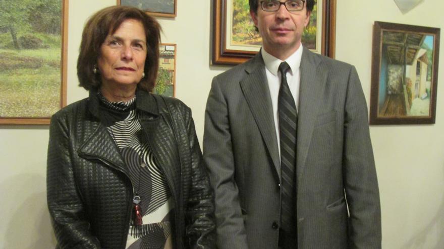 Milagros Fuentes, decana del Colegio de Abogados, y Pedro Herrera, este viernes: LUZ RODRÍGUEZ.