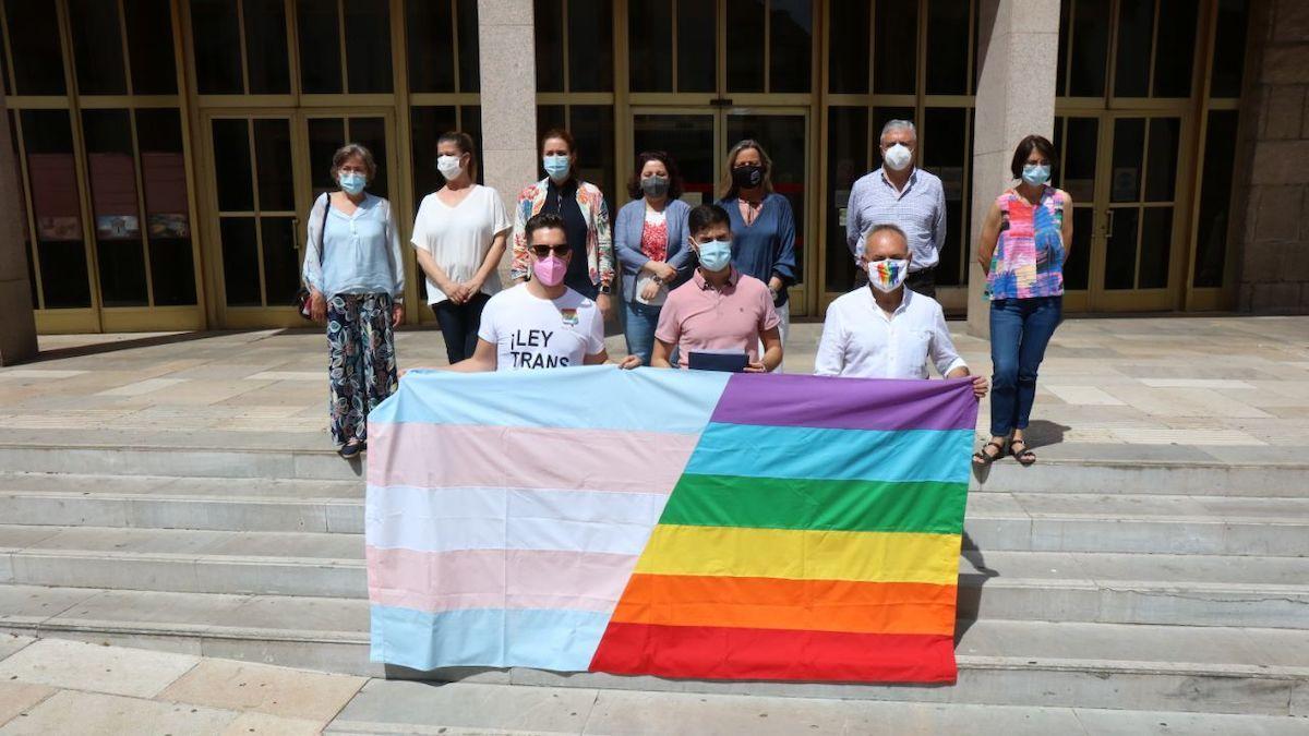 Lectura del manifiesto por el Día Internacional contra la LGTBIfobia