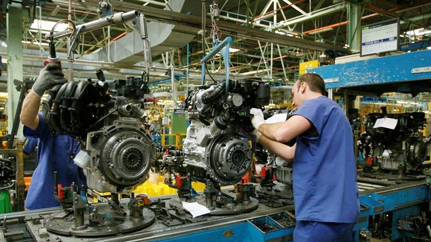 Trabajadores de industria.