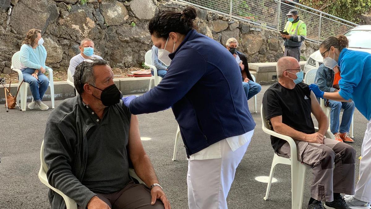 Vacunación frente a la COVID-19 a personas de entre 60 y 65 años en La Palma