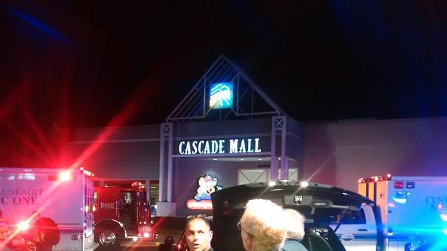 Tres muertos y un herido grave en un tiroteo en un centro comercial de EE.UU.