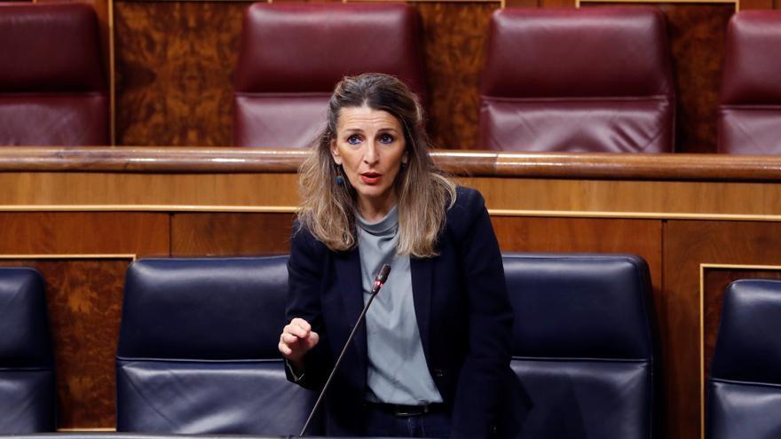 La ministra de Trabajo, Yolanda Díaz, interviene durante la primera sesión de control al Ejecutivo celebrada en el Congreso desde que se declaró el estado de alarma el pasado 14 de marzo