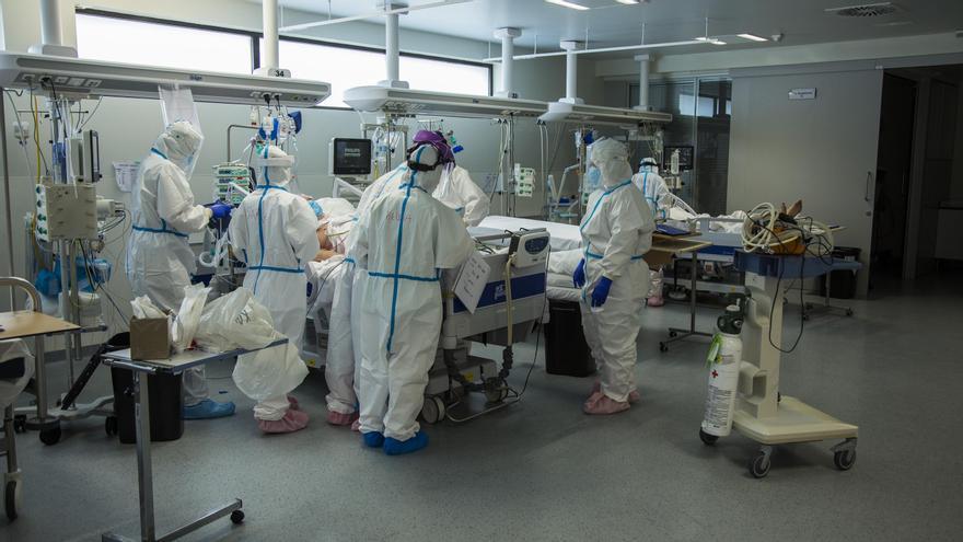 Unidad de Cuidados Intensivos en el Hospital Universitario Marqués de Valdecilla.