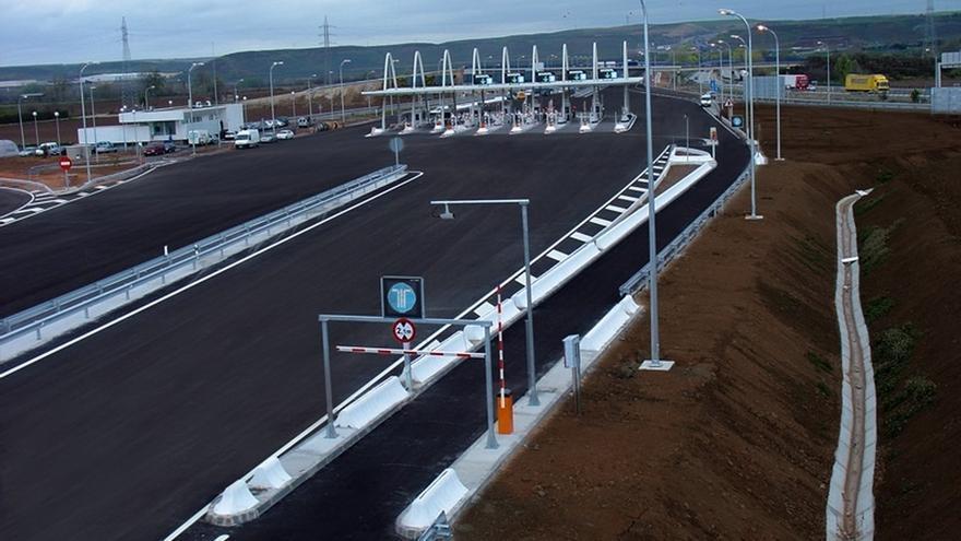 Las autopistas radiales quebradas R-3 y R-5 cerrarán al tráfico en octubre si no las asume Fomento