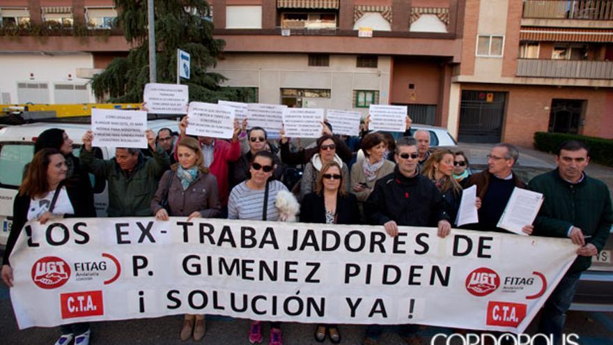 Protesta de los trabajadores de Pérez Giménez ante el Juzgado de lo Mercantil | MADERO CUBERO