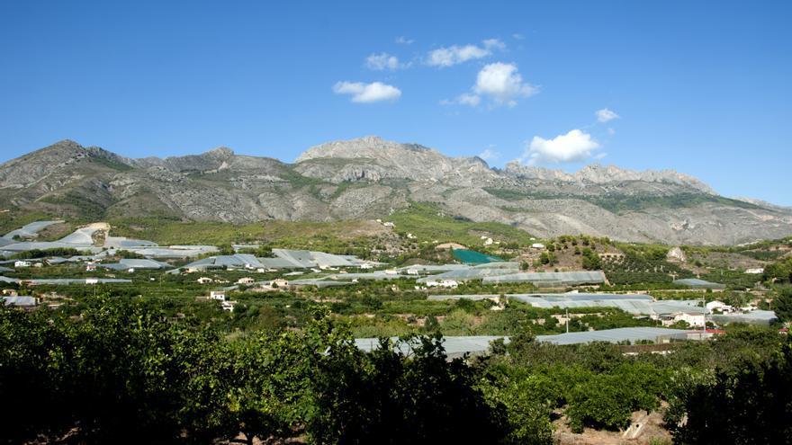 La urbanización de lujo se situaría en la ladera de la Sierra de Bèrnia