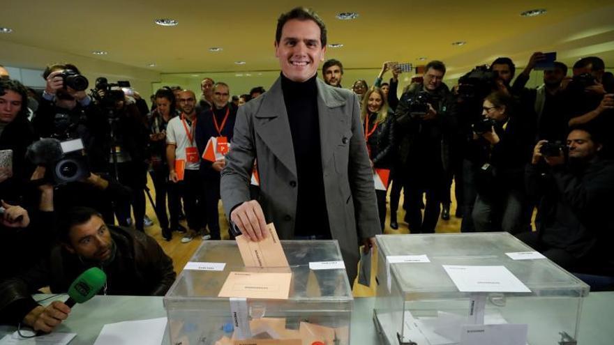 Rivera pide a indecisos moderados que voten para tener la llave del gobierno