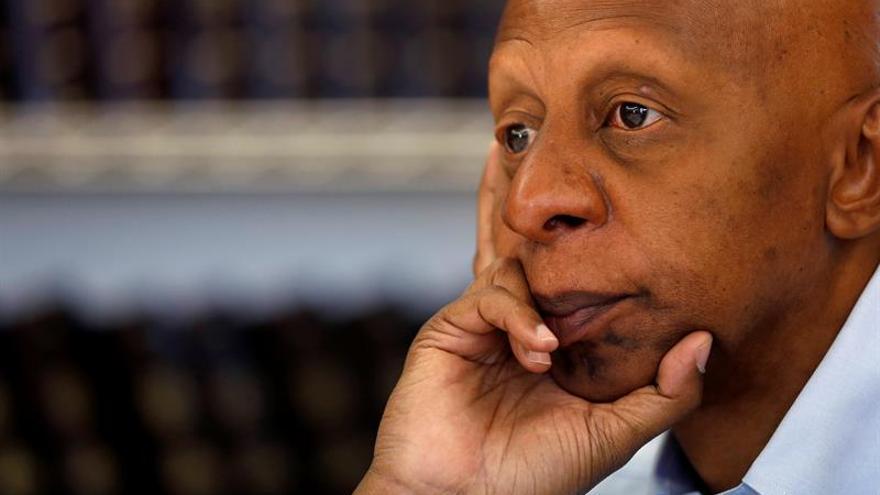 El opositor cubano Guillermo Fariñas deja la huelga de hambre y sed tras 54 días