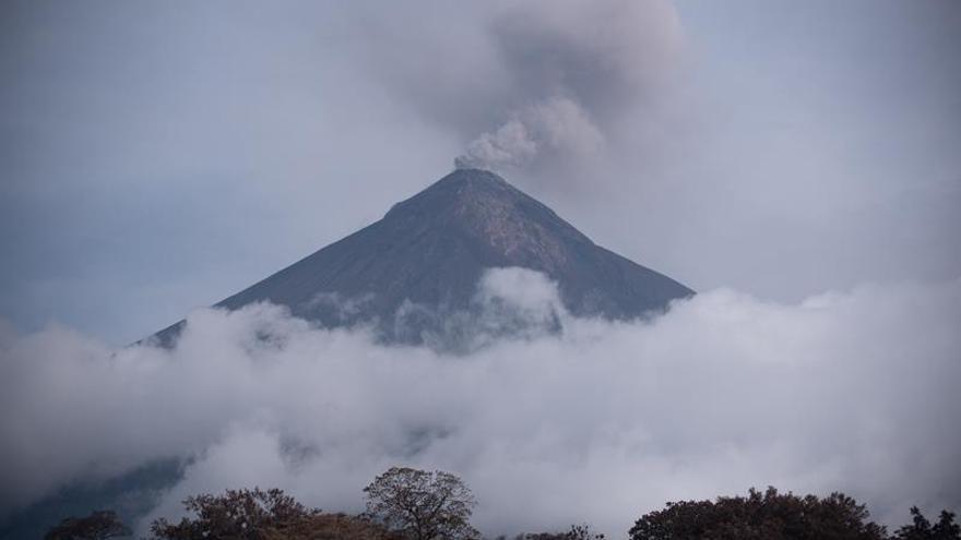 El volcán de Fuego de Guatemala incrementa a cinco las explosiones por hora