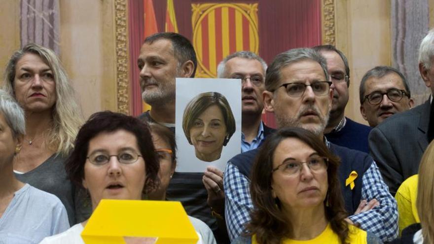 Los soberanistas homenajean a Forcadell en el Parlament tras un año de prisión