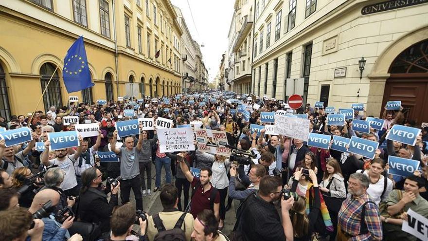 La Universidad fundada por Soros acusa al Gobierno húngaro de discriminación