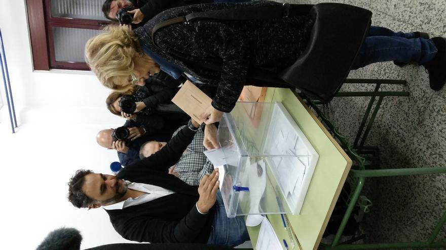 """Carmena destaca el """"ambiente de cambio"""" que se respira en estas elecciones para """"reforzar la democracia"""""""