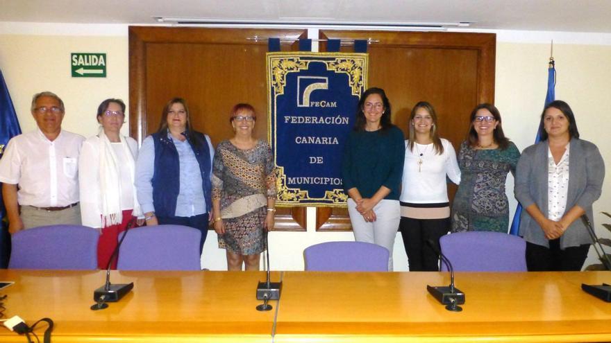 Miembros de la Comisión de Solidaridad, Juventud e Igualdad de la Federación Canaria de Municipios (Fecam).