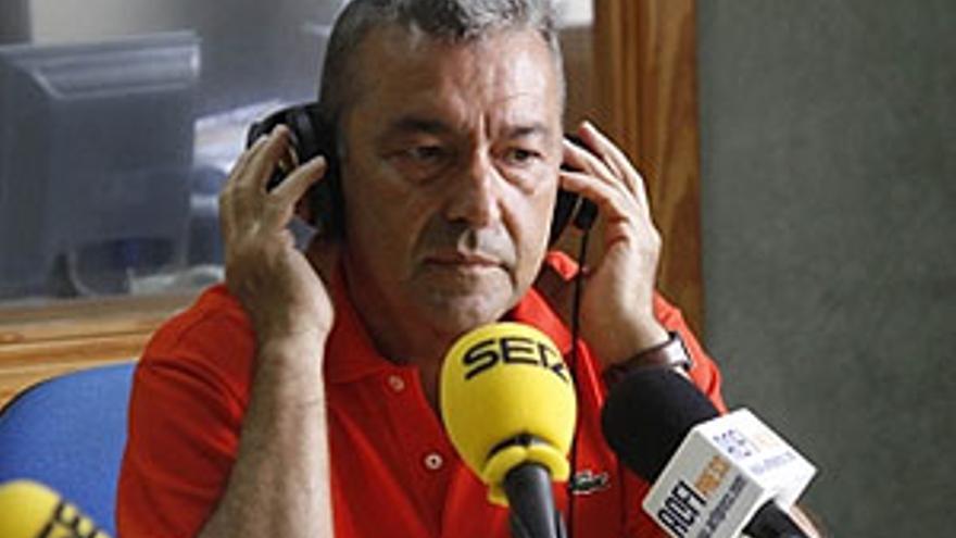 Paulino Rivero en los micrófonos de la Cadena Ser.