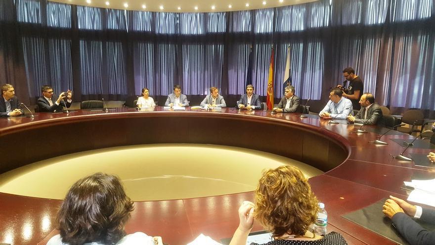 Reunión de los presidentes de los siete Grupos de Acción Local con los responsables de la Consejería de Agricultura, Ganadería, Pesca y Agua del Gobierno de Canarias.