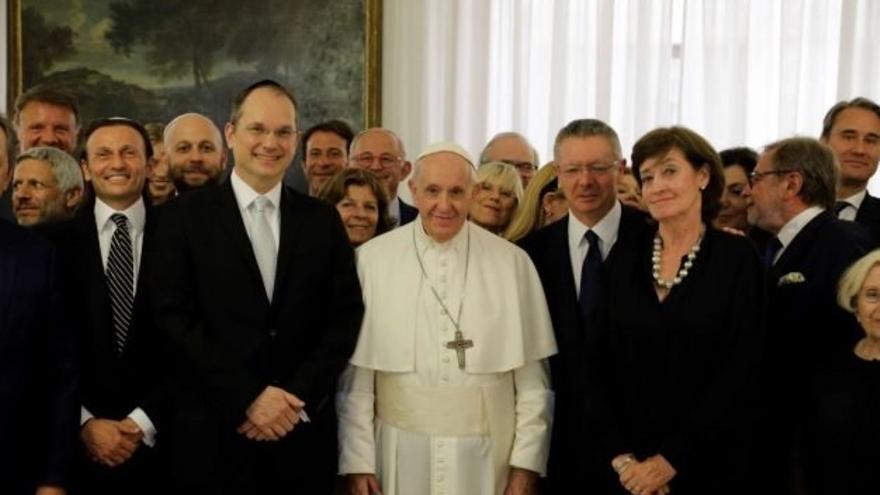 Encuentro del papa con la Fundación Hispano Judía en agosto de 2019, en la que estuvo Hatchwell, Ruiz Gallardón o Mar Flores