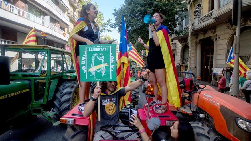 El Govern muestra la urna del 1-O: de plástico y con el logo de la Generalitat