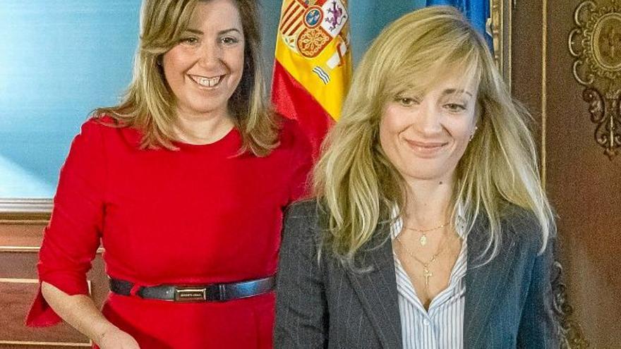 La presidenta de la Junta, Susana Díaz, con la líder de UGT-A, Carmen Castilla, el pasado 12 de marzo. EFE