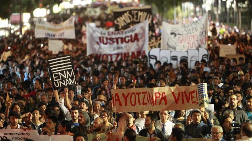 La mayoría de los mexicanos responsabiliza a las autoridades de la desaparición de 43 jóvenes