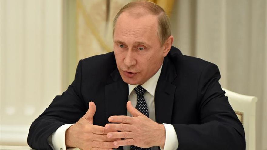 Putin comparte el dolor de Francia en un mensaje televisado dirigido a Hollande