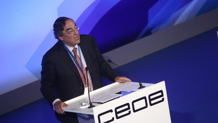 """CEOE reclama un """"plan detallado"""" para reducir empleados públicos y control sobre el gasto autonómico"""