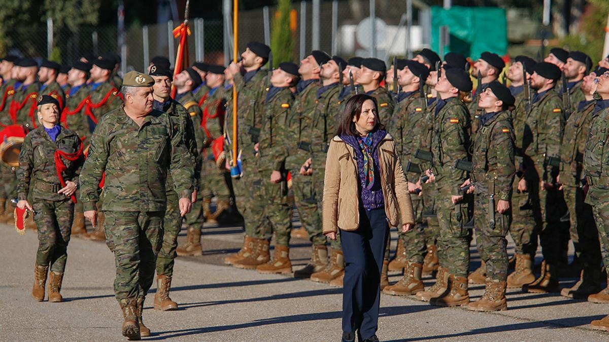 La ministra de Defensa, Margarita Robles, visita Cerro Muriano.