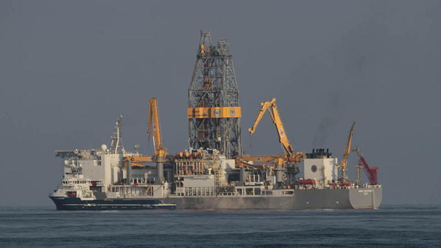 El Rowan Rennaisance, el barco con el que Repsol realizó las prospecciones petrolíferas en aguas cercanas a Canarias. (Felipe de la Cruz/Diario de Lanzarote).