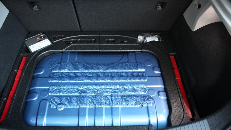 El maletero del León TGI pierde capacidad al dar cabida al depósito de gas.