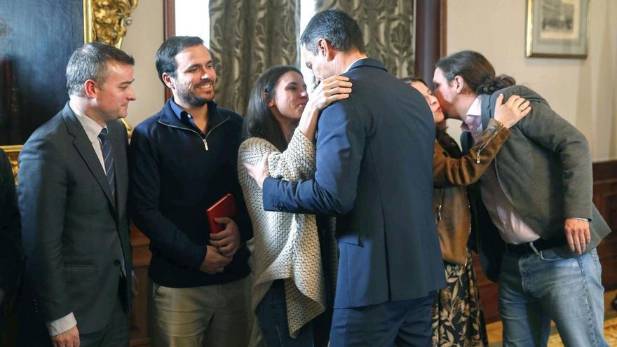 Pedro Sanchez con Irene Montero, Pablo Iglesias y Alberto Garzón, miembros del gobierno de coalición. EFE