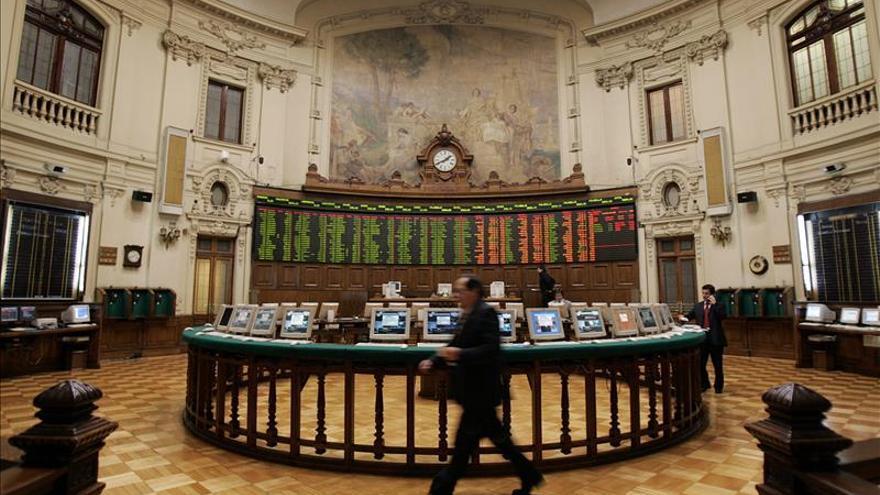 Las bolsas de A. Latina suben en un día de festivos en la región y en Wall Street