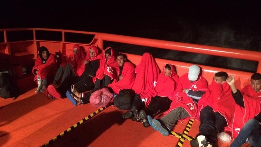 Cerca de 1.600 inmigrantes a bordo de 91 embarcaciones llegaron a las costas andaluzas en lo que va de 2015