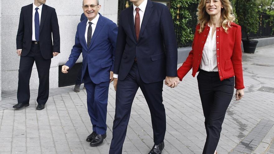 """El PSOE defiende que el currículum de Begoña Gómez la hace """"merecedora"""" del puesto en IE University"""