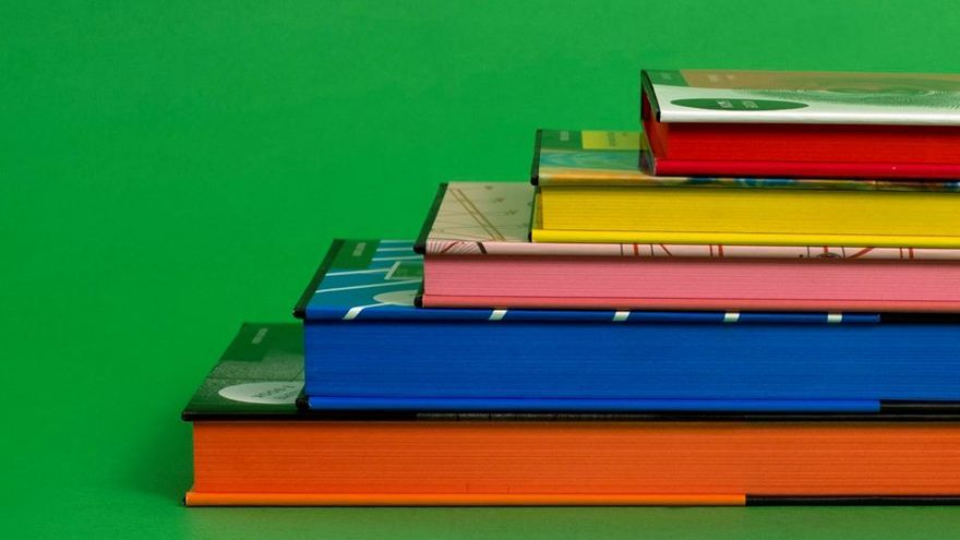 Sus personalizados cantos de página pintados de colores/ MALPASO