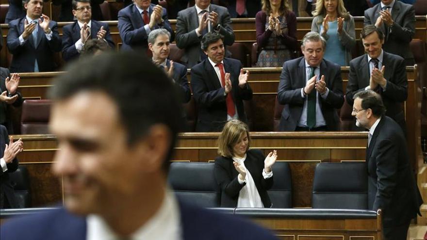 Pedro Sánchez y Mariano Rajoy tras acabar el debate