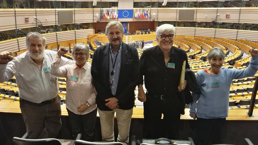 Luis Miguel Urbán, Rosa García, Willy Meyer, Chato Galante y Felisa Echegoyen en el hemiciclo del Parlamento Europeo en Bruselas (Bélgica). | JUAN MIGUEL BAQUERO