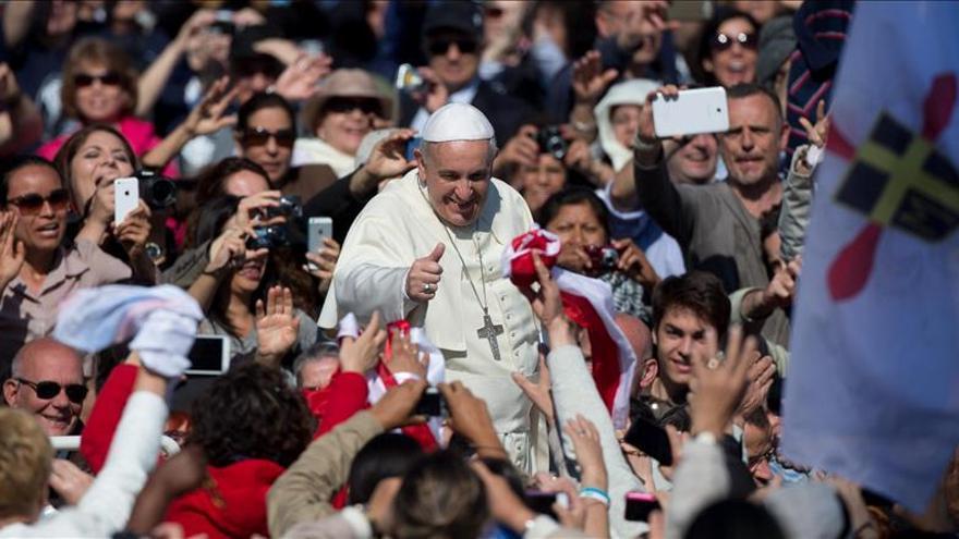 El papa en la Plaza de San Pedro / EFE