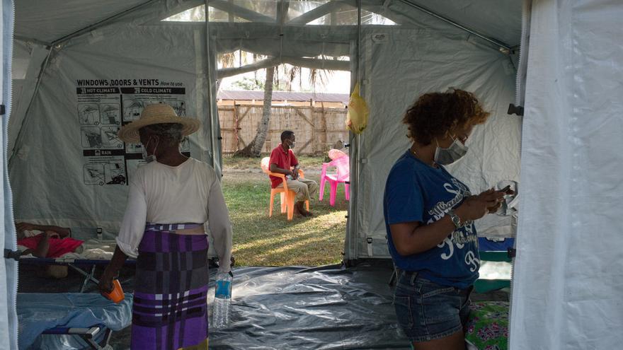 Pacientes infectados con la peste están en cuarentena hospedados en tiendas donadas por UNICEF.