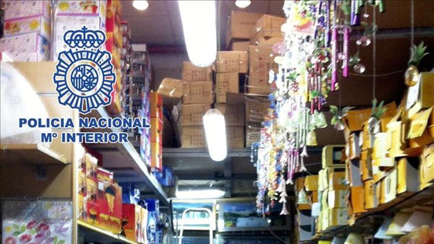 Intervenidos un millón de objetos falsificados en naves de Fuenlabrada