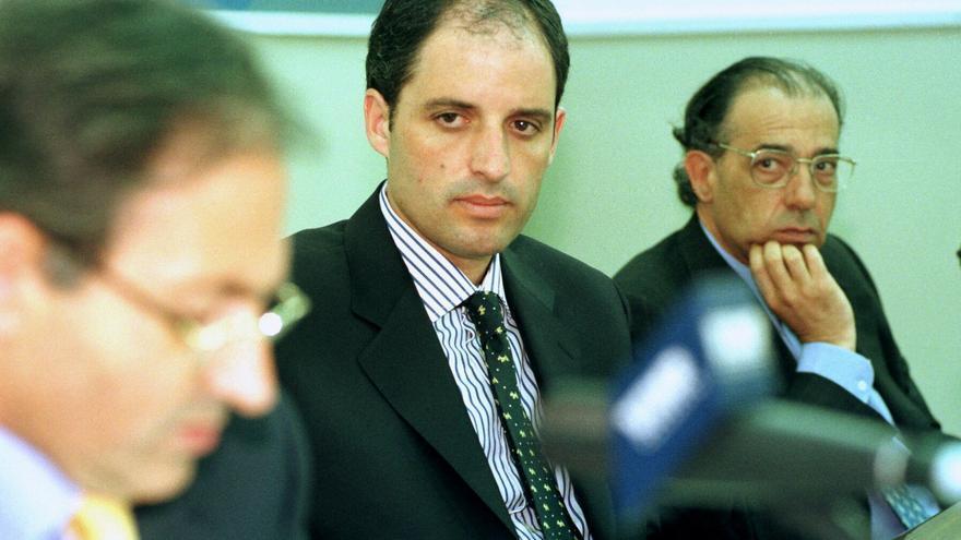 El entonces secretario de Estado para las Administraciones Territoriales, Francisco Camps, y el entonces director del Instituto Nacional de la Administración Pública, Enrique Alvarez Conde.