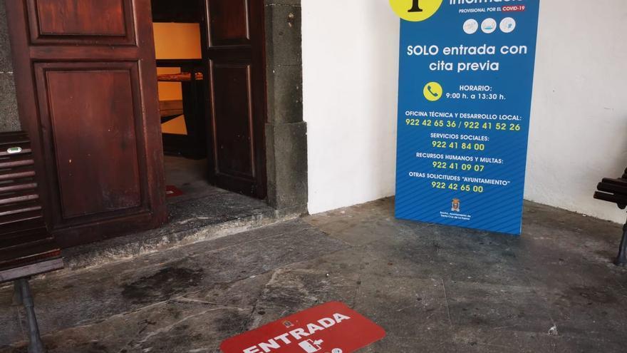 Imagen de la entrada del Ayuntamiento.