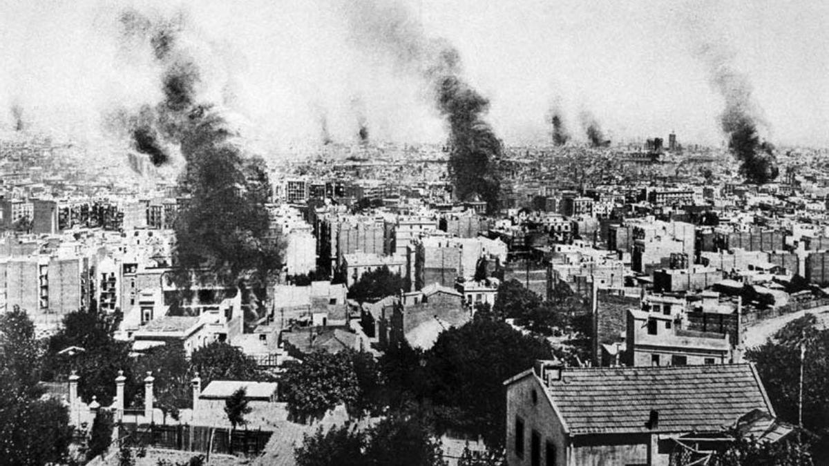 Conventos e iglesias ardiendo en la ciudad de Barcelona, durante la Semana Trágica de 1909.