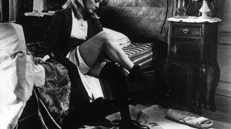 """La película """"Viridiana"""" (Luis Buñuel, 1961), aun siendo conservadora desde un punto de vista moral, contiene una fuerte sátira del autoritarismo católico y un tratamiento sexual y fetichista de la monja protagonista."""